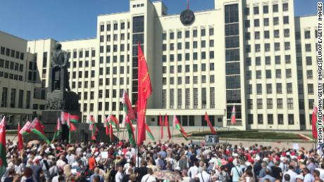 Pro-government supporters gather in Minsk on August 16, 2020 before President Alexander Lukashenko arrives at a rally.