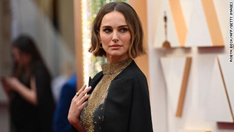 นาตาลีพอร์ตแมนนักแสดงหญิงชาวสหรัฐฯ - อิสราเอลเดินทางมารับรางวัลออสการ์ครั้งที่ 92 ที่โรงละคร Dolby ในฮอลลีวูดแคลิฟอร์เนียในวันที่ 9 กุมภาพันธ์ 2020