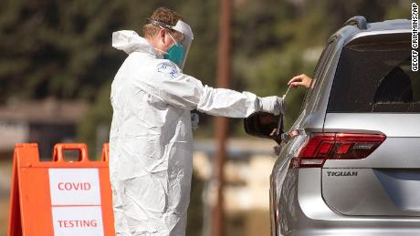 A drug is taken for the Kovid-19 test at a mobile testing site in Pullman, Washington.