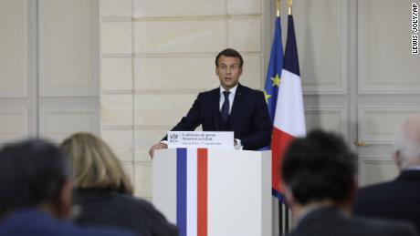 ประธานาธิบดีเอ็มมานูเอลมาครงของฝรั่งเศสกล่าวในระหว่างการแถลงข่าวเกี่ยวกับเลบานอนเมื่อวันที่ 27 กันยายนที่ปารีส