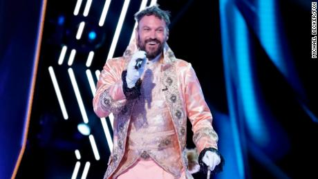 """THE MASKED SINGER: Brian Austin Green in the """"The Group A Play Offs - Famous Masked Words"""" episode of THE MASKED SINGER airing Wednesday, Oct. 7 (8:00-9:00 PM ET/PT) on FOX. © 2020 FOX MEDIA LLC. CR: Michael Becker/FOX."""