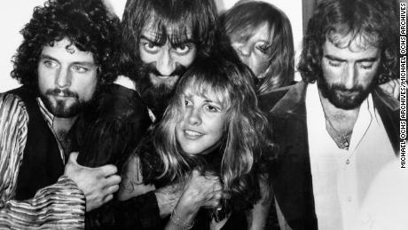 Fleetwood Mac, Stevie Nicks, Lindsey Buckingham, Christine McVie, John McVie and Mick Fleetwood backstage at the Los Angeles Rock Awards on September 1, 1977. (Photo by Richard Creamer/Michael Ochs Archives/Getty Images)