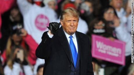 Die perfekte Metapher für Trumps Behandlung seiner treuen Anhänger