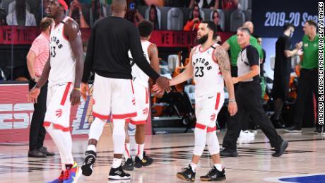 โตรอนโตแร็พเตอร์ของ NBA ถูกบังคับให้ออกจากแคนาดาเพื่อเริ่มฤดูกาลที่ฟลอริดา