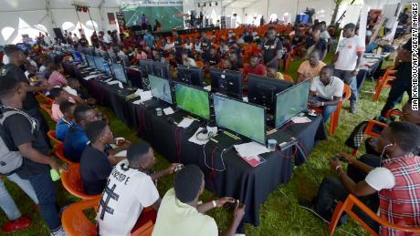 นี่คือฉากในปี 2018 ในงานเทศกาลกีฬาที่เมือง Abidjan ประเทศไอวอรีโคสต์