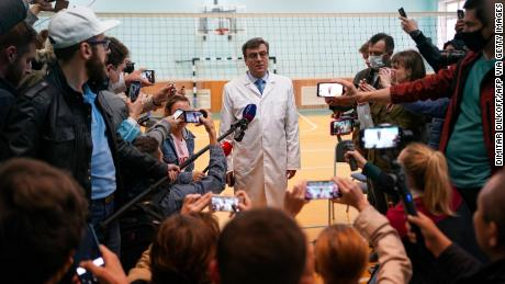 Alexander Murakhovsky, chief doctor at Omsk Emergency Hospital No. 1, talks to reporters about Navalny's treatment. Decisions about whether to release Navalny went back and forth.