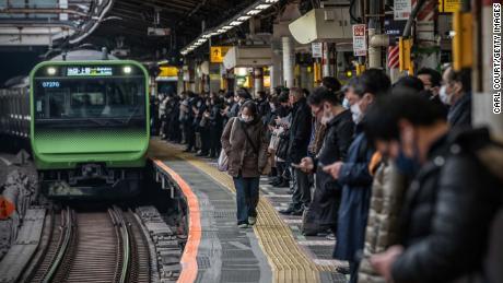 Le Japon est aux prises avec la fatigue des coronavirus, ayant été parmi les premiers touchés par la pandémie, et des messages mitigés ces derniers mois.