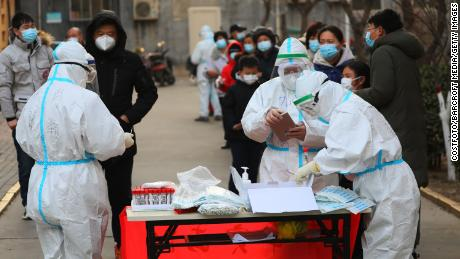 The civilian line for the third round of testing on January 18 in Shijiazhuang.