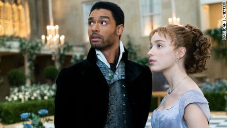 "Regé-Jean Page as Simon, the Duke of Hastings and Phoebe Dynevor as Daphne Bridgerton in ""Bridgerton."""
