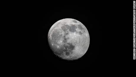 People later went to bed and slept for a short period of time in the days leading up to a full moon.