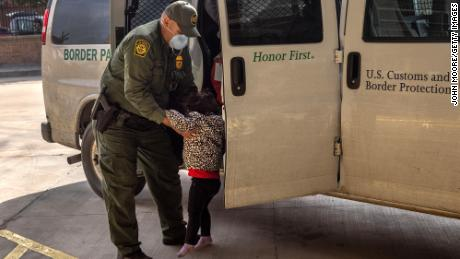 More than 5,000 uncampled children are in CBP custody to show documents
