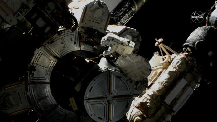 Watch NASA's astronaut walking the space