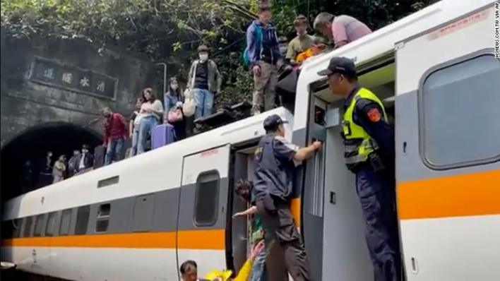 Passengers are helped to climb out of the train in Hualien County, Taiwan, on April 2.