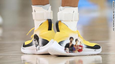 Step Curry wore the custom-designed shoes on Sunday.