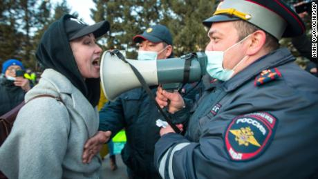 Putin warns world against crossing Russia's 'red lines' as Navalny supporters rally