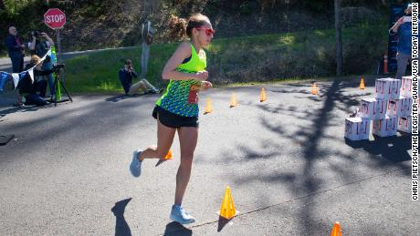 Linden makes a turn on her way to the 50km record.