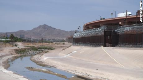 The border wall at the US-Mexico border separating El Paso, Texas and Ciudad Juárez, Mexico.