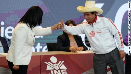 Peruvian presidential candidates, Pedro Castillo (right) and Keiko Fujimori (left) before the start of their last debate on May 30.