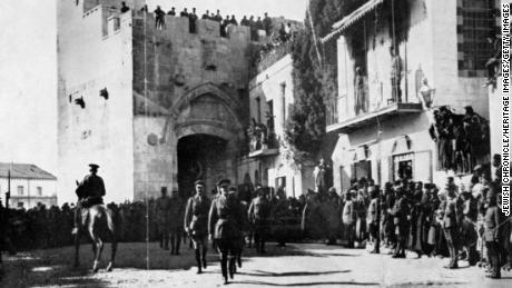 General Allenby entering through the Jaffa Gate into Jerusalem. In 1917, General Allenby was commander of the British Expeditionary Forces in Egypt, and under instructions from the British Foreign Office, Allenby entered Jerusalem on foot as a mark of respect for the sacredness of the city.  (Photo by Jewish Chronicle/Heritage Images/Getty Images)
