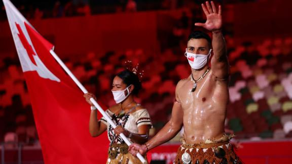Tongan flag-bearer Pita Taufatofua made headlines for going shirtless at the 2016 and 2018 opening ceremonies,and he was at it again in Tokyo.He will be competing in taekwondo.