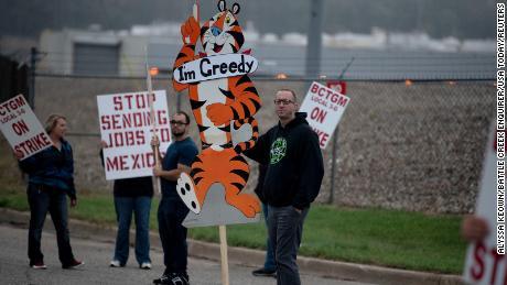 केलॉग की हड़ताल: १,४०० अनाज कारखाने के कर्मचारियों ने धरना दिया