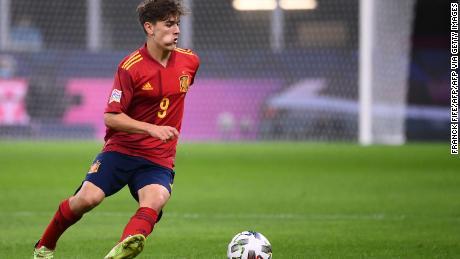 Spain midfielder Gavi controls the ball against Italy on 6 October 2021.