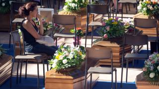 Η Ιταλία κηδεύει τους πρώτους νεκρούς - θύματα του σεισμού