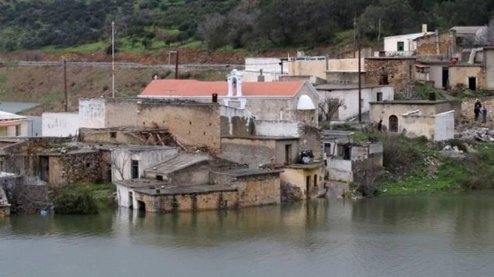 Σφεντύλι: Το χωριό της Κρήτης που αρνείται να βουλιάξει (vid) - CNN.gr