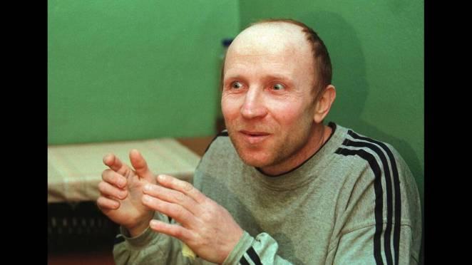 O Anatoly Onoprienko, ο άνθρωπος που η ουκρανική αστυνομία αποκαλούσε «Ο εξολοθρευτής», ομολόγησε τη δολοφονία 52 ανθρώπων. Από το κελί του εξέδωσε δελτίο Τύπου λέγοντας πως ήθελε να κερδίσει το «παγκόσμιο ρεκόρ» δολοφονιών. Ο Onoprienko καταδικάστηκε σε