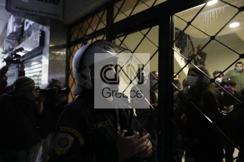 https://cdn.cnngreece.gr/media/news/2020/12/07/245872/photos/snapshot/astynomia-stoa-3.jpg