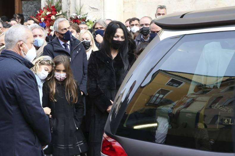 https://cdn.cnngreece.gr/media/news/2020/12/13/246663/photos/snapshot/paolo_rosi-6.jpg