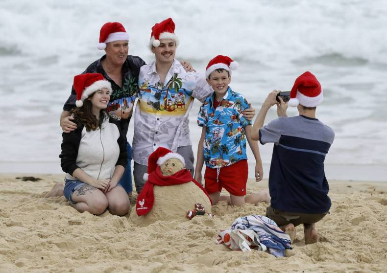 https://cdn.cnngreece.gr/media/news/2020/12/25/248166/photos/snapshot/bondai_australia-5.jpg
