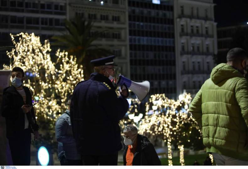 https://cdn.cnngreece.gr/media/news/2020/12/31/248935/photos/snapshot/astunomia7.jpg