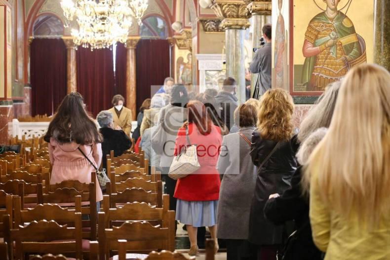 https://cdn.cnngreece.gr/media/news/2021/01/06/249522/photos/snapshot/oures-peiraias-theia-koinwnia-1.jpg