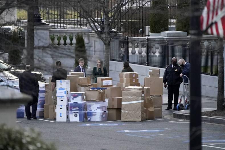 https://cdn.cnngreece.gr/media/news/2021/01/15/250741/photos/snapshot/metakomisi-trump-3.jpg