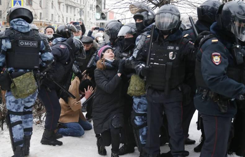 https://cdn.cnngreece.gr/media/news/2021/01/23/251756/photos/snapshot/RUSSIA-NAVALNY-2.jpg