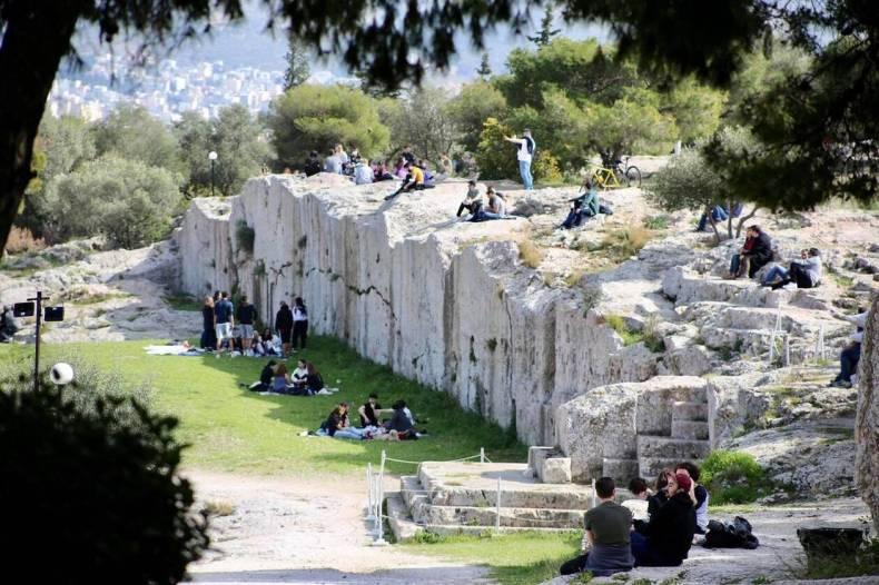 https://cdn.cnngreece.gr/media/news/2021/03/06/257123/photos/snapshot/lockdown_athinaioi_volta-3.jpg