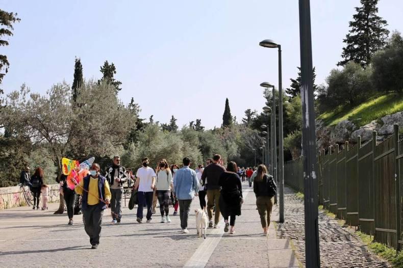 https://cdn.cnngreece.gr/media/news/2021/03/06/257123/photos/snapshot/lockdown_athinaioi_volta-7.jpg