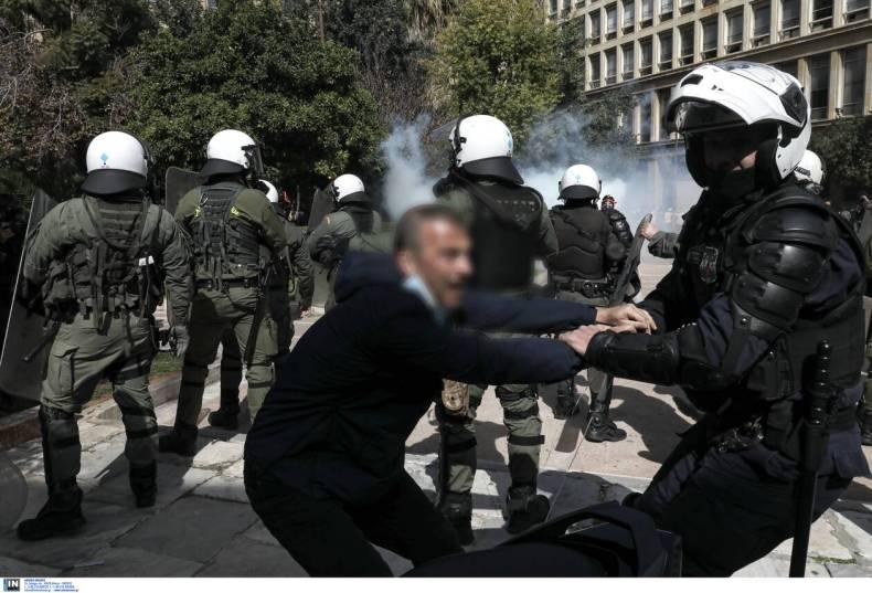 https://cdn.cnngreece.gr/media/news/2021/03/06/257137/photos/snapshot/diadilosi_kentro-1.jpg