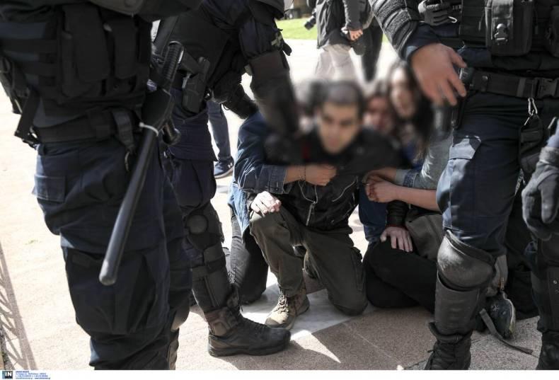 https://cdn.cnngreece.gr/media/news/2021/03/06/257137/photos/snapshot/diadilosi_kentro-3.jpg