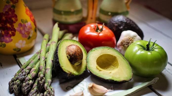 Βρετανική έρευνα: Οι φυτοφάγοι έχουν περισσότερους υγιείς βιοδείκτες από τους κρεατοφάγους - CNN.gr