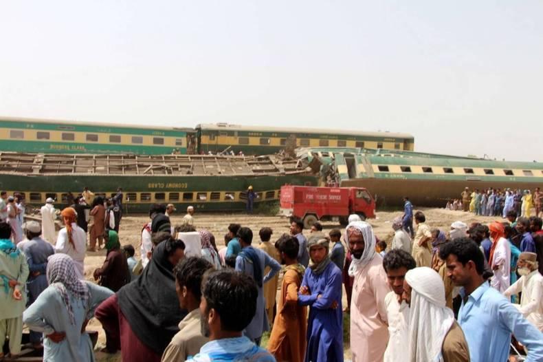 https://cdn.cnngreece.gr/media/news/2021/06/08/269177/photos/snapshot/pakistan-treno-distixima-1.jpg