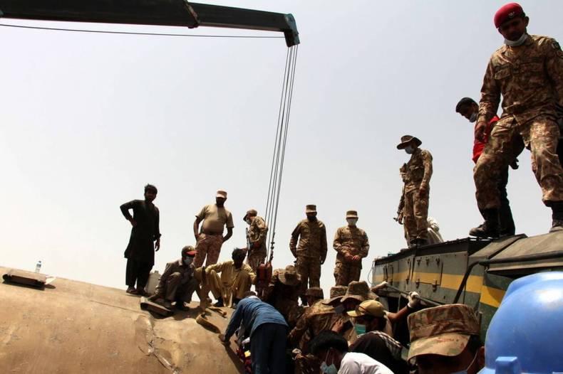 https://cdn.cnngreece.gr/media/news/2021/06/08/269177/photos/snapshot/pakistan-treno-distixima-4.jpg