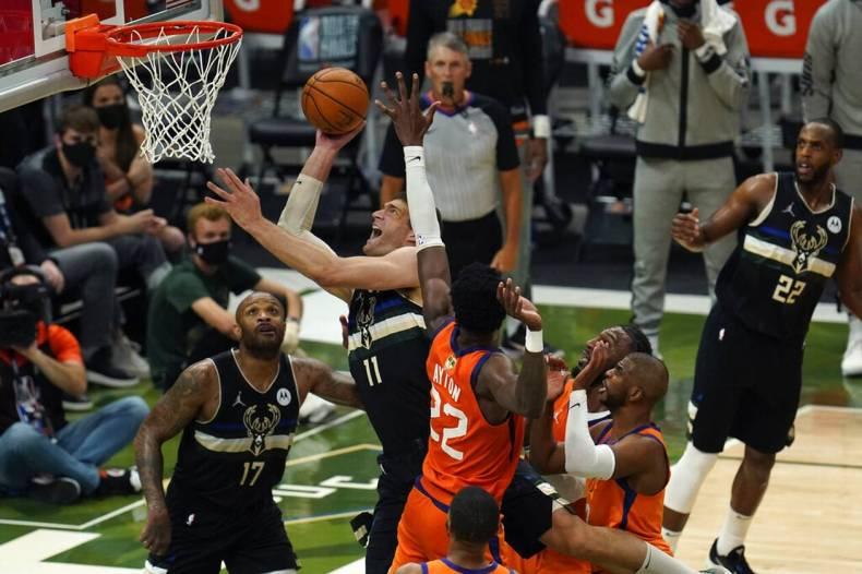https://cdn.cnngreece.gr/media/news/2021/07/21/274922/photos/snapshot/MPAKS-NBA-TELIKOS-6.jpg