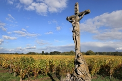 A cross stands in a field. (Photo credit: David Silverman/Getty Images)