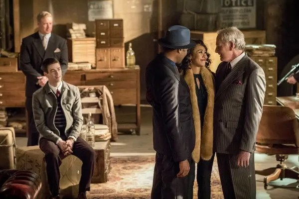 the-flash-musical-episode-duet-grant-gustin-candice-patton-victor-garber