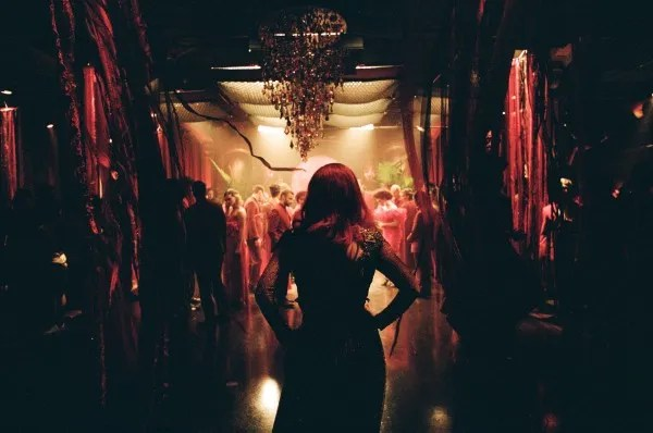 Jessica Chastain enters a ballroom scene on the set of The Death and Life of John F. Donovan (Photo : Shayne Laverdière)