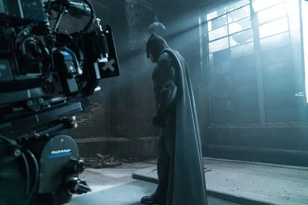 justice-league-ben-affleck-set-photo