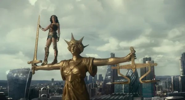 ustice-league-gal-gadot-5