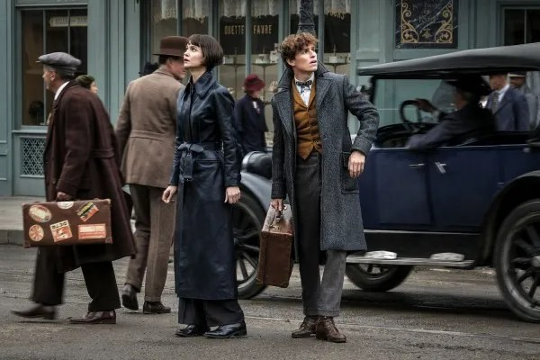 fantastic-beasts-the-crimes-of-grindelwald-katherine-waterston-eddie-redmayne
